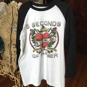 5 Seconds Of Summer t-shirt. Large GUC